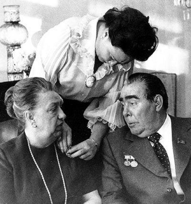 Вскоре после смерти мужа у Виктории Петровны отняли часть имущества, последние годы жизни она провела в одиночестве в своей московской квартире.