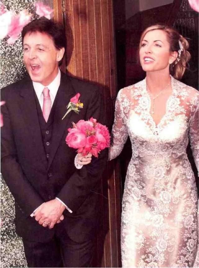 В 2001-м влюбленные отпраздновали помолвку, а через год – пышную свадьбу в ирландском замке Лесли. Вскоре у них родилась дочь Беатрис.