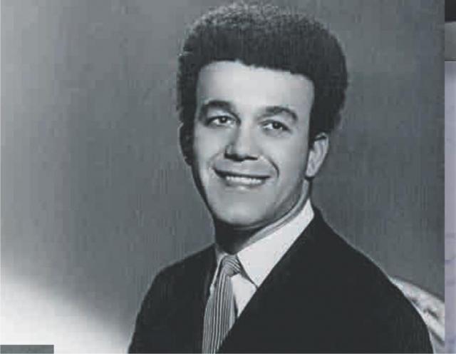 """С 1958 года Кобзон пел в Цирке на Цветном бульваре, а в 1964 году, после появления в эфире песни Аркадия Островского """"А у нас во дворе"""", к нему пришла всесоюзная популярность."""