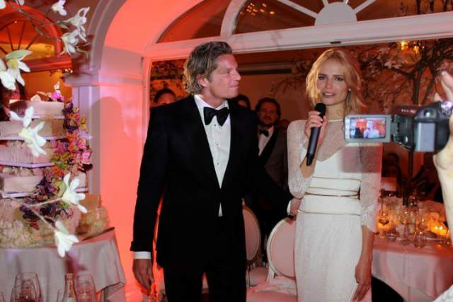 Пять лет они летали через океан друг к другу (Поли жила в Нью-Йорке, а Баккер занимался недвижимостью в Амстердаме), а в 2008-м мужчина на Мальдивах встал перед Полевщиковой на колено. Свадьба состоялась в 2011 году.