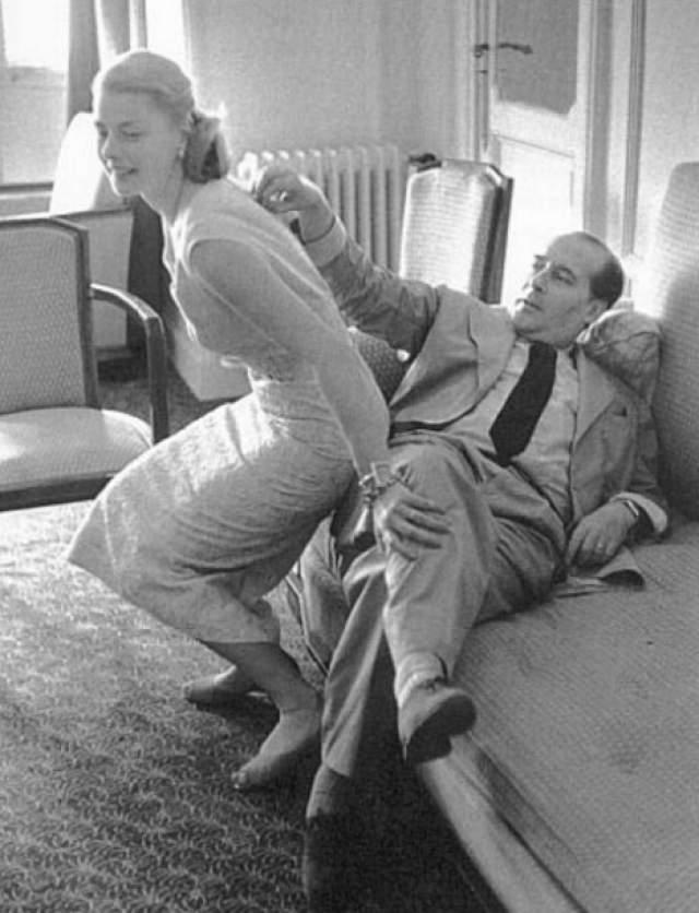 """Уже будучи именитой и замужней актрисой, она влюбилась в работы режиссера Роберто Росселини, и уже на съемках его картины """"Стромболи"""" с Бергман в главной роли они не расставались."""