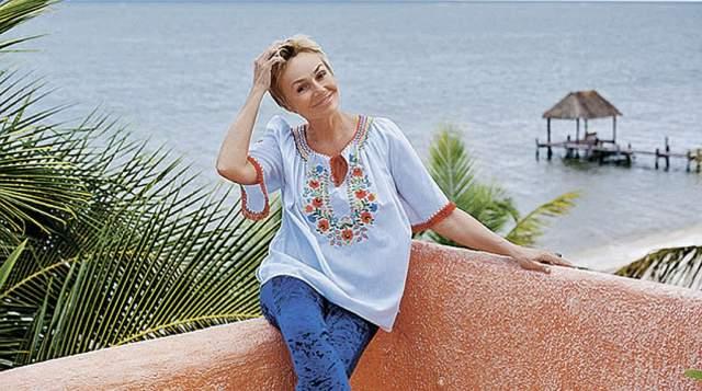 В 90-х и начале 2000-х актриса пыталась было вернуться в Россию, ездила между домами в США и Швейцарии, а не так давно и вовсе перебралась в Мексику, где купила дом на берегу моря в курортной зоне полуострова Юкатан.