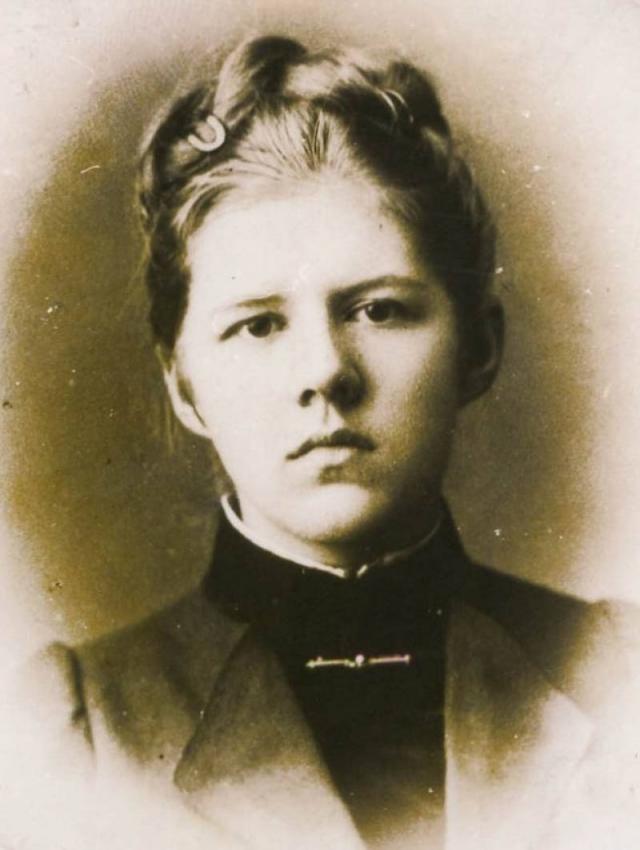 """Любимая дочка Достоевского, Любовь, по воспоминаниям современников, """"была заносчива, высокомерна, да и просто неуживчива, что обусловило и ее печальную судьбу."""