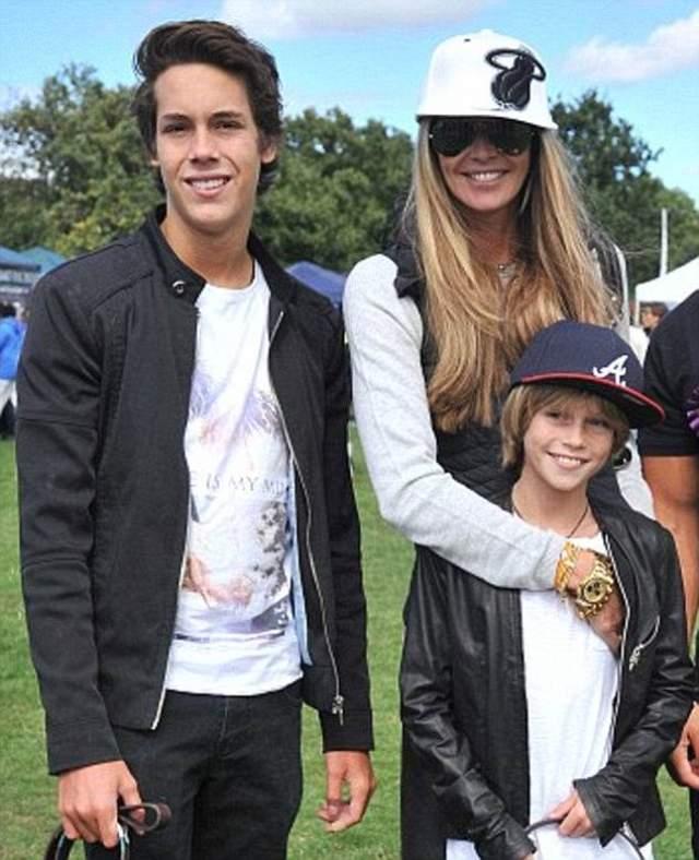 Эль Макферсон. Сыновьям модели 19 и 14 лет, но по снимкам, на которых она рядом с ними, никак не скажешь, что самой Эль уже 53!
