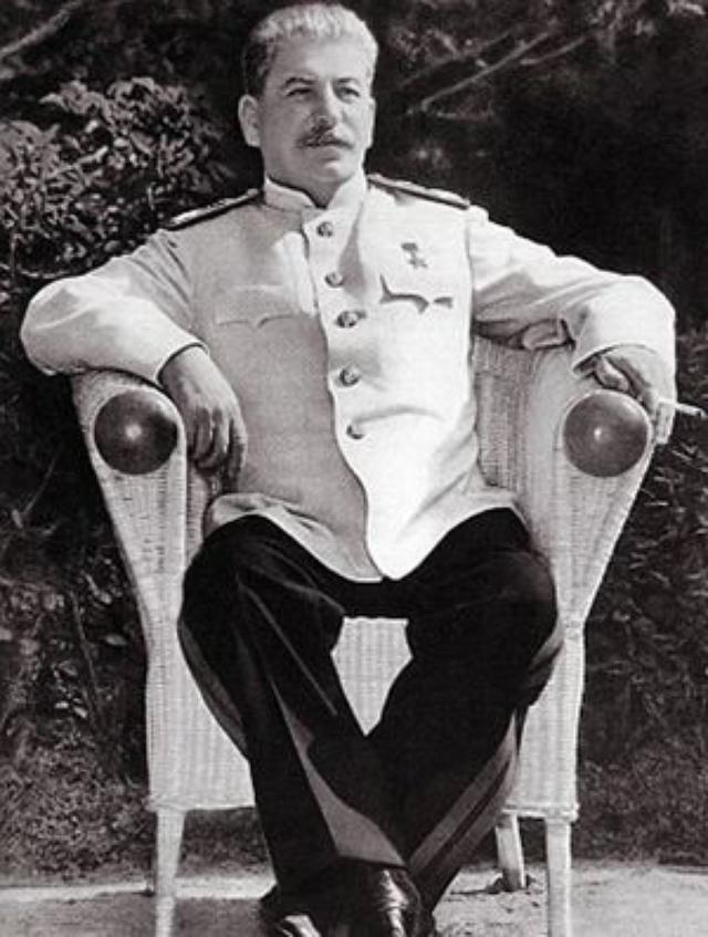 Иосиф Сталин. Генсеку полагался отпуск в полтора месяца, из которых по назначению он использовал дней 30. Однако иногда его отпуска могли продолжаться и до трех месяцев.