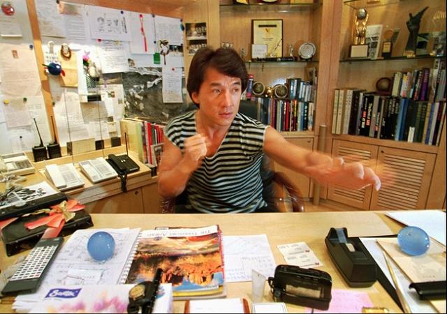 Рабочий офис актера, певца, режиссера и просто хорошего человека Джеки Чана в Гонконге.