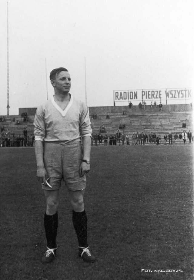 Эрнест Вилимовски. Знаменит не только тем, что родился с шестью пальцами на левой ноге, но и своей выдающейся игрой на ЧМ-1938 во Франции.