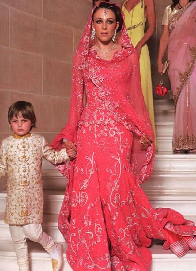 В третий раз Лиз и Арун произнесли клятвы на родине жениха – в Индии. Торжества, проведенные по индийским обычаям, длились целых шесть дней и стоили 2,5 миллиона долларов.