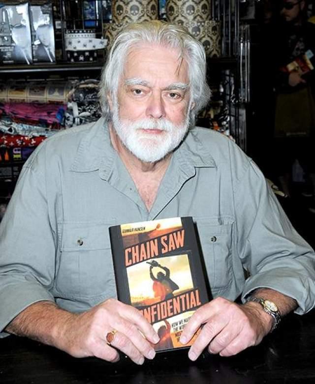 """После роли в """"Резне"""" Гуннар стал писателем, изредка появляясь в фильмах-пародиях или низкобюджетных участках. Гуннар Хансен умер в 2015 году , в возрасте 68 лет."""
