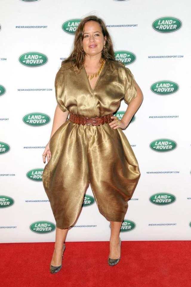 Джейд Джаггер в необъяснимом платье...