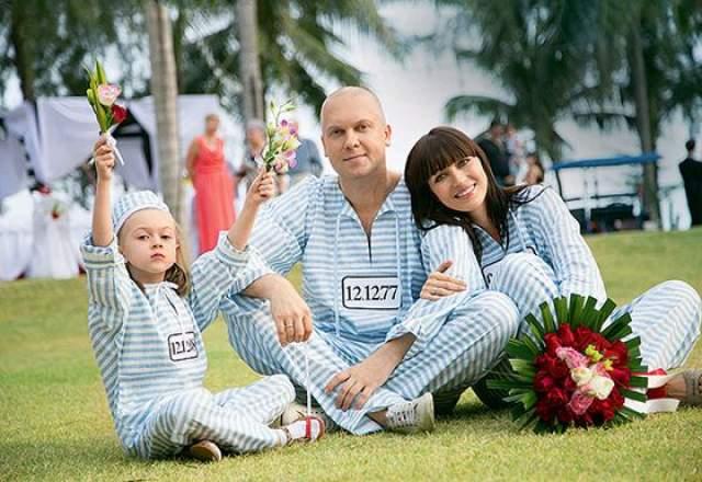 Второй женой стала Антонина Чеботарева. Отношения с бывшей женой Сергей сохранил хорошие (к тому же, она сама недавно вышла замуж), и дочь от первого брака часто отдыхает с отцом и мачехой.
