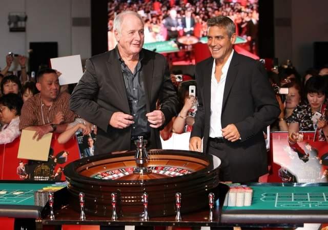 Что удивительно, импозантный красавец крайне невезуч в азартных играх, и не единожды поход в казино оборачивался для него колоссальными финансовыми потерями.