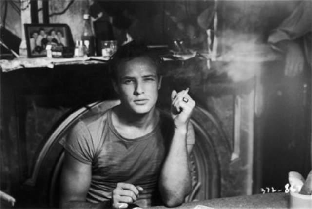 Марлон Брандо. 1924-2004. Актер, режиссер, политический активист.За более чем 50 лет карьеры снялся в 40 фильмах, многие из которых вошли в золотой фонд мирового кино.