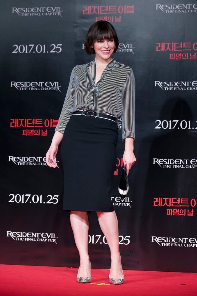 """На корейской премьере фильма """"Обитель зла"""" в Корее Милла Йовович появилась в блузке Forever 21 за $21, юбке-карандаш и лодочках."""