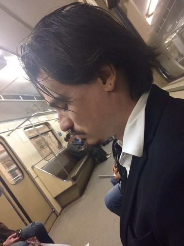 Кто-то решил, что встретил Джонни Деппа в московском метро.