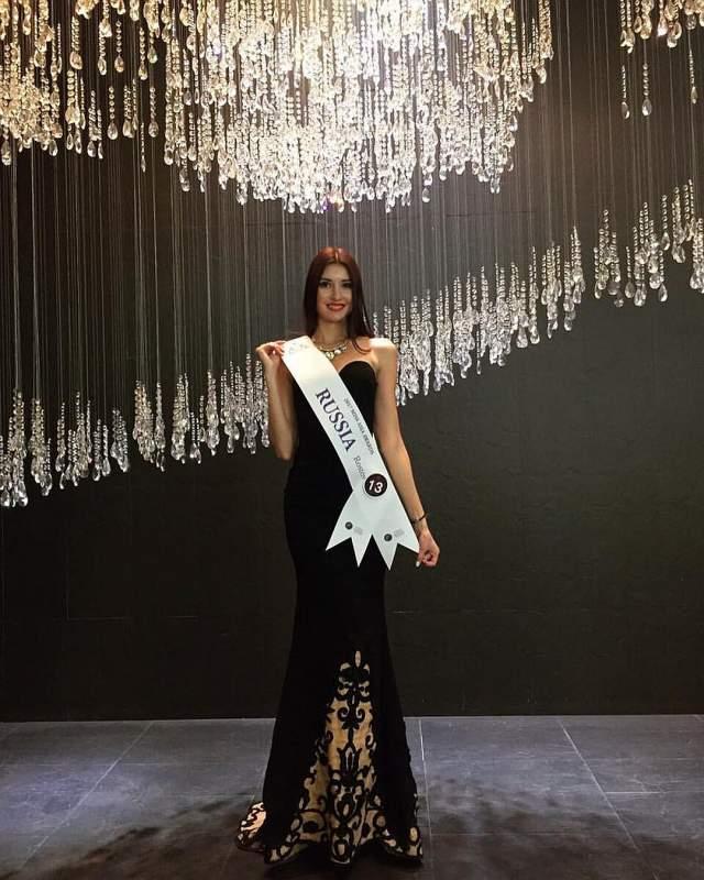 27-летняя Илона Понкратова из Ростова-на-Дону была признана лучшей в нашей стране в ноябре 2017 года в Туле, и приехала подготовленной на состязание. Она отлично выступила в бикини, национальном костюме и вечернем наряде.