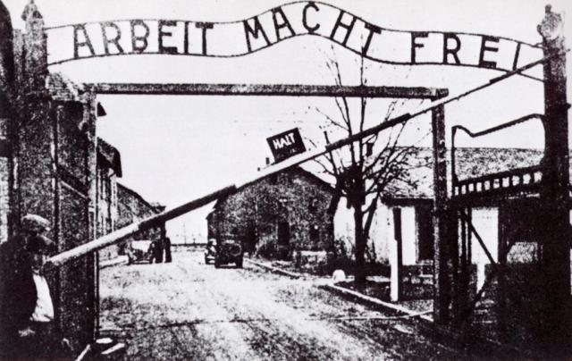 Одна двоюродная сестра Эйнштейна погибла в Освенциме, другая умерла в концлагере Терезиенштадт.