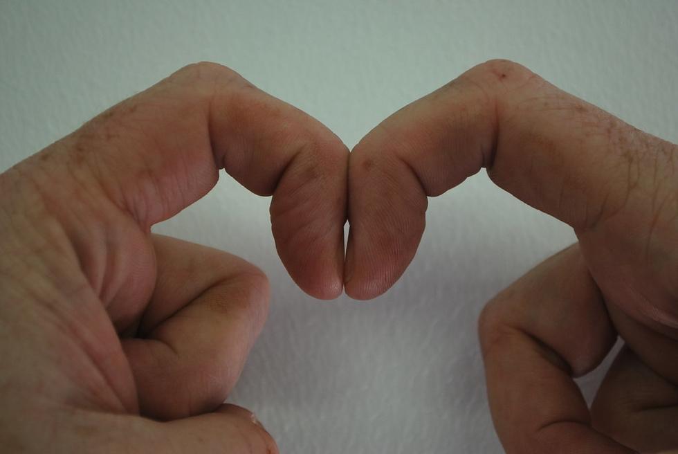 Новости дня: Ученые опубликовали тест, который выявляет рак легких по рукам